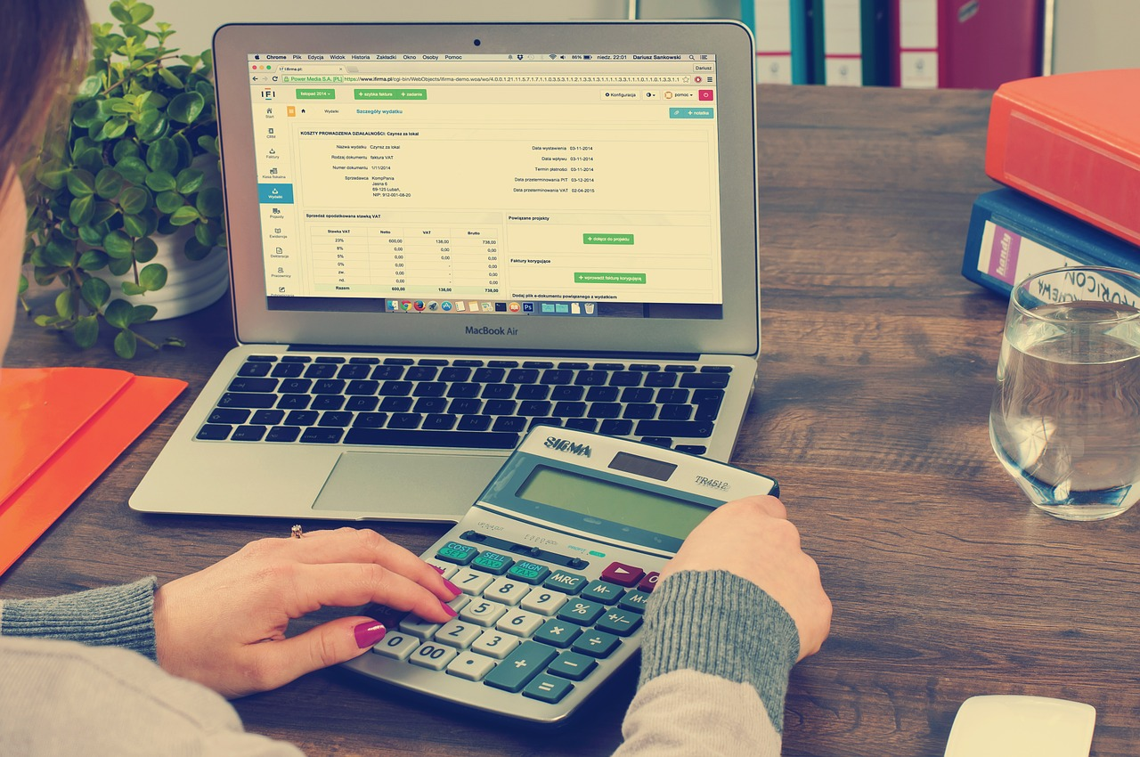 When Should I Hire an In-House Accountant? 4 Tips For Small Businesses